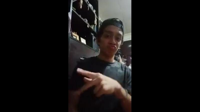Deaf vlog aboht finger thumb