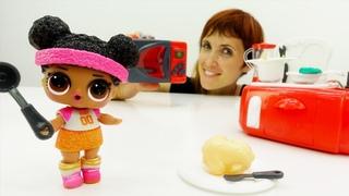 Куколка ЛОЛ и Бьянка - Готовим обед. Видео для детей