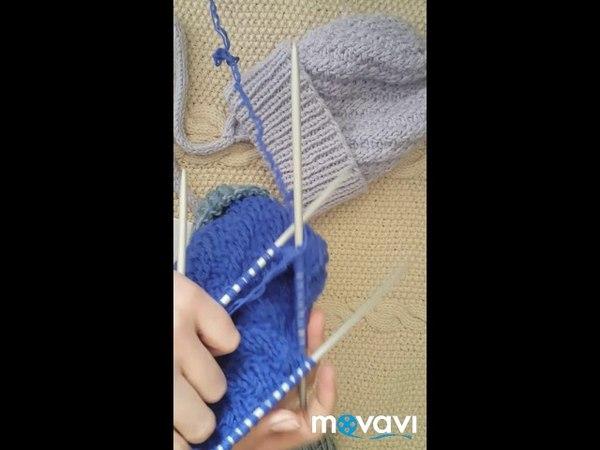 Вязанная шапка спицами для мальчика узор спираль