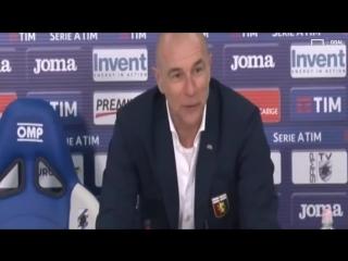 Ballardini va in conferenza dopo il derby e trova una sedia blucerchiata... allora non si siede!
