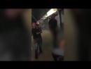 Полиция ищет мужчину, который избил девушку возле ночного клуба в Восточном Лондоне. После двух ударов девушка потеряла сознание