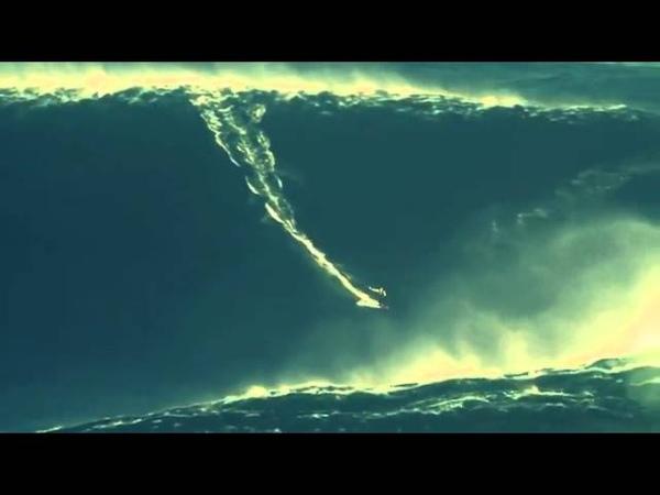 Surfer Garrett McNamara ujeżdża największą fale na świecie