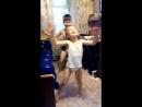 Внуки в гости пришли, решили дедушку танцем порадовать.