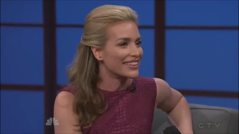 Piper Perabo au Late Night de Seth Meyers le 16 Juin 2014