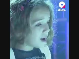 Pure expression de l'ADN.Petite fille de Charles Aznavour chante ''La boheme''.Quel talent.