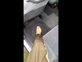 Как правильно садится в машину