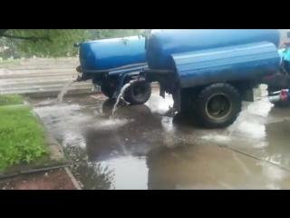Центральная площадь #Биробиджан'а - место слива грязной откаченной воды с улиц города