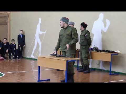 Масиер-класс по сборке-разборке автомата одной рукой в школе №5