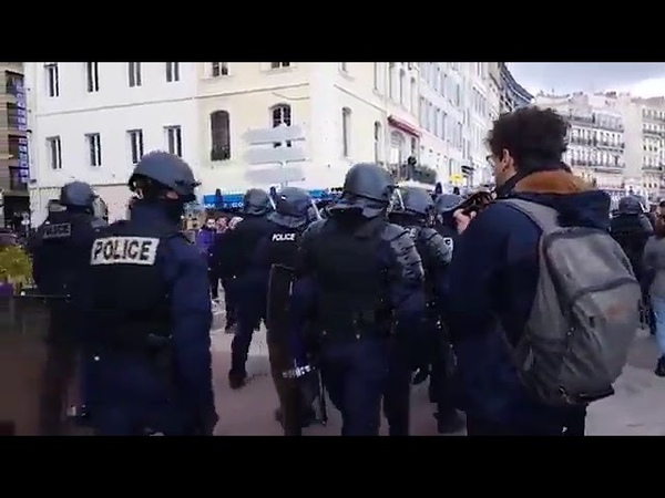 GiletsJaunes protester trolls the police - TheImperialMarch from StarWars