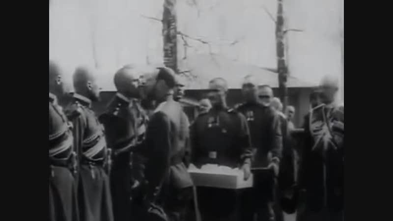 Редкая кинохроника Пасха Царь Николай II христосуется с воинами