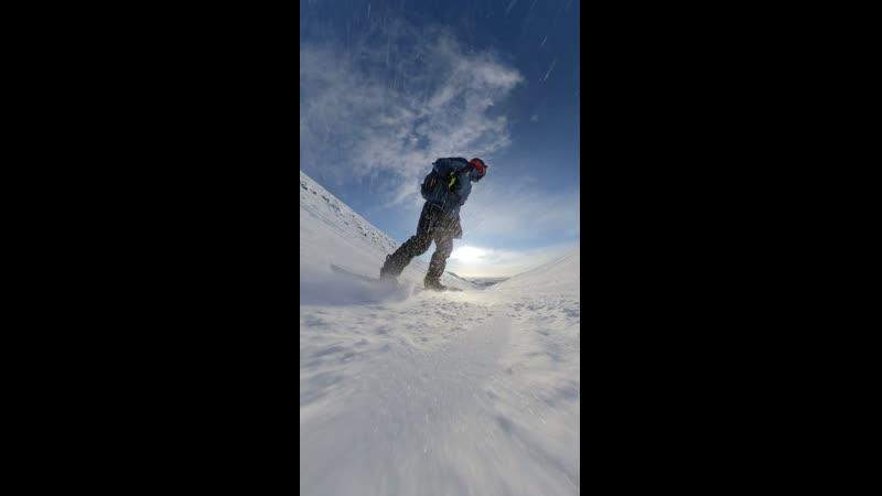 Спуск с вершины южный кулуар 1048 метров