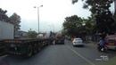 Hai cuộn sắt gần 60 tấn trên xe container đứt cáp đè bẹp đầu xe