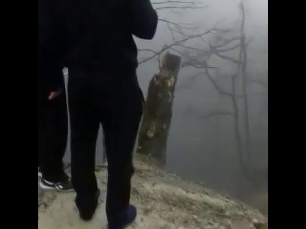 Мерседес улетел в пропасть на Шаумянском перевале. Осторожно, маты! 18
