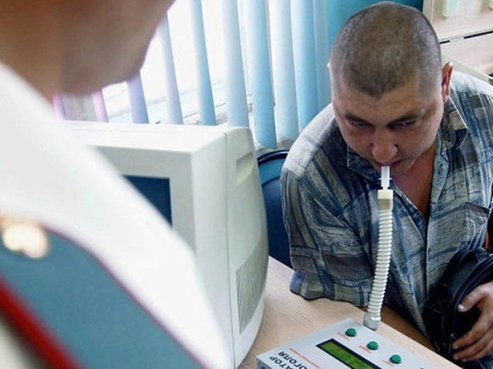Мариупольских таксистов проверят на наркотики и алкоголь