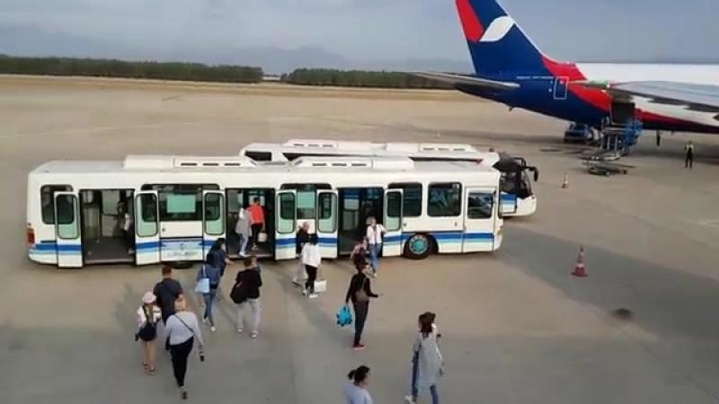 Турция-2018_ аэропорт Анталия. Приземление. Зона прилета-mir-port-vvs-texh-scscscrp