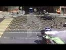 Огненное ДТП с машиной полиции и грузовиком в Москве попало на камеру