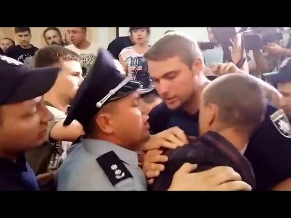 Дебаты о декоммунизации в Одессе закончились дракой под гимн Украины