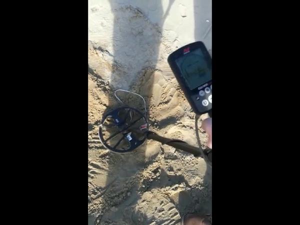 Minelab Equinox 600 test di profondita in spiaggia con fedina di grammi 3,7 prof.cm 40