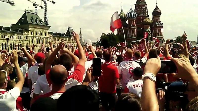 ЧМ 2018: Фанаты Польши, поют Калинку на Красной площади в Москве