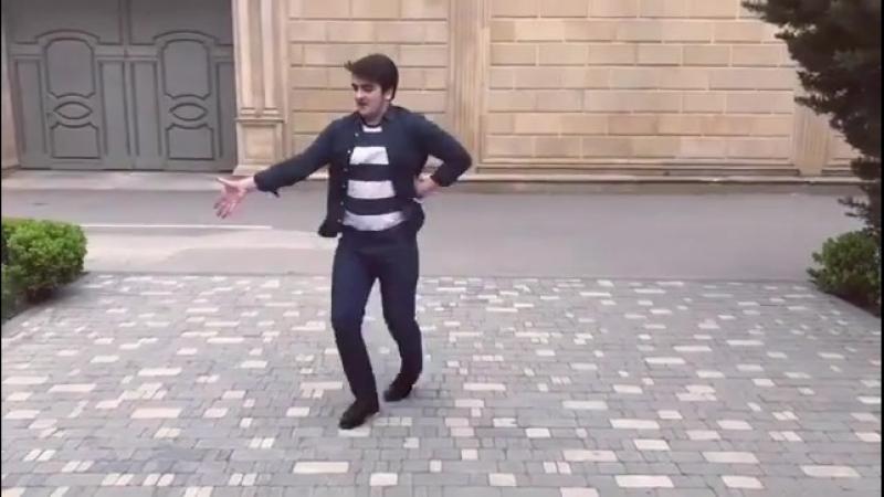 Salam alekum gozel ve deyerli insanlar🌹💕 Bu videonu silmiwdim ama dozmedim yene paylawdim😂 Buyurun fikirlerivizi boluwun👍👎