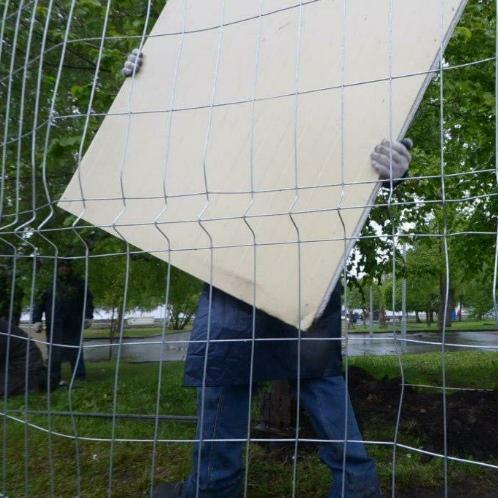 В Екатеринбурге демонтировали забор вокруг стройплощадки храма в сквере
