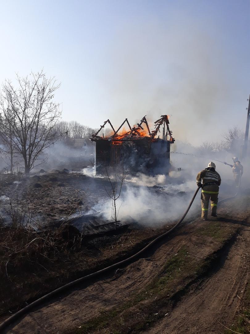 Более ста раз за сутки курские пожарные выезжали на тушение сухой травы