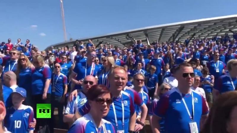 Болельщики сборной Исландии поют в парке Зарядье в преддверии матча с Аргентиной