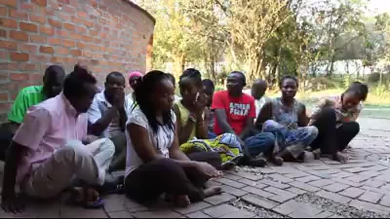 Африканцы читают мантру Арья Тары