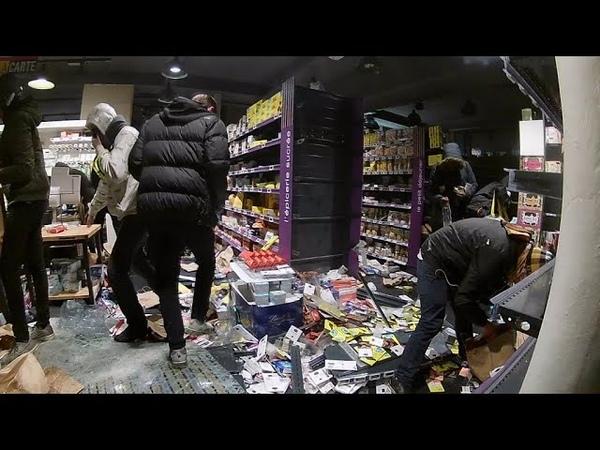 Gilets jaunes casseurs pillage Monoprix avec une arrestation. Paris 1 décembre 2018, acte III.