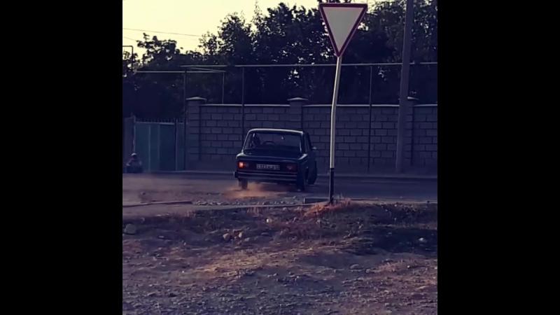 2106 один из достойных машин)