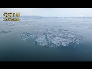 Сход льда на озере Сайрам-Нур привлек тысячи туристов в Синьцзян-Уйгурский автономный район во время майских праздников