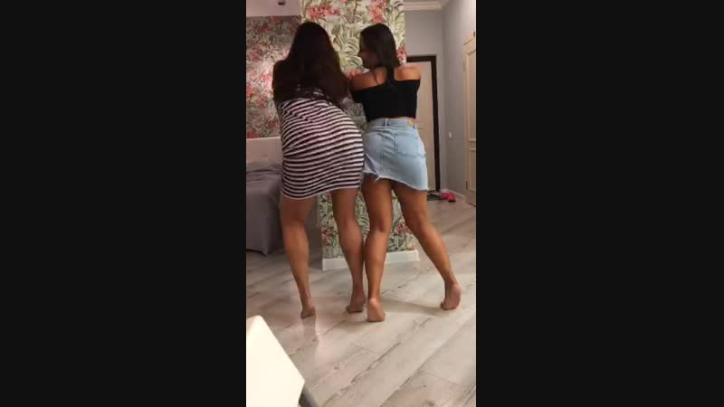 Сочные девушки устроили вписку (periscope/перископ)