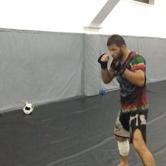 """Шамиль Завуров on Instagram: """"После тяжёлых спаррингов 👊лёгкая восстанавливающая работа на руках #клубахмат💪"""""""