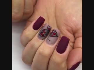 Бабочки не только в животе, но и на ногтях