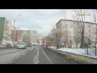 Ребенок на пешеходе и спешащий водитель в Златоусте (1080p).mp4