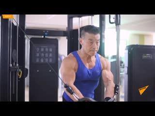 70-летний культурист Ян Синьминь