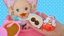 Куклы Пупсики Беби Элайв Соня кушает кашу и Киндер Джой открывает сюрприз Играем в куклы Зырики ТВ