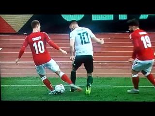 Aaron-Ramsey-nutmegs-Christian-Eriksen---Denmark-VS-Wales