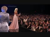 Эмоции Леди Гаги во время своей речи на премии Выбор Критиков.