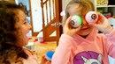 МИСС КЕЙТИ пугает родителей Огромный ПАУК Мама в ШОКЕ! Мисс Кейти и АЛИС играют у Кати и Макса дома