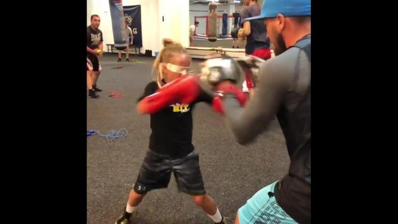 Боксерские тренировки перспективной украинки Киры Макогоненко.