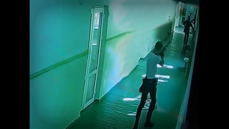 Теракт в Керчи Запись с камер видеонаблюдения