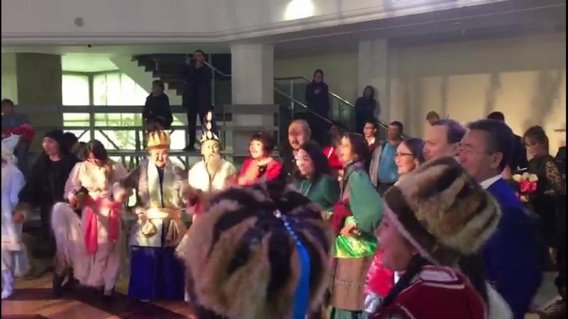 На Алтае праздник После премьеры спектакля Маадай-Кара