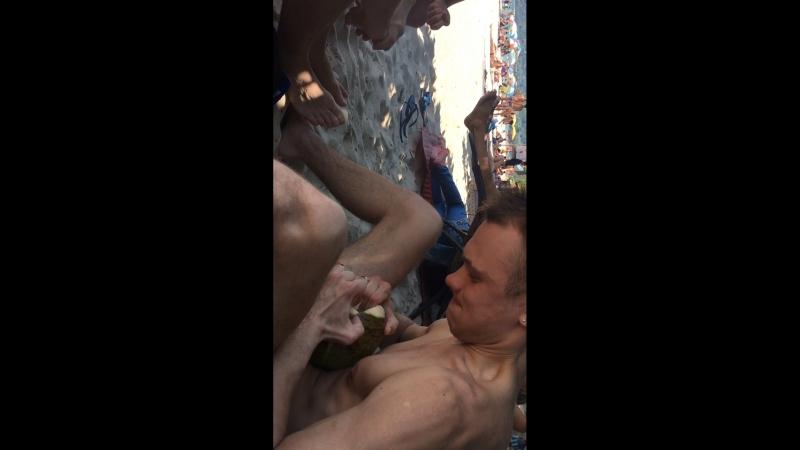 Разрывание кокоса на пацана.