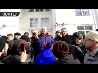 Вице-губернатор Кузбасса на коленях попросил прощения за пожар в