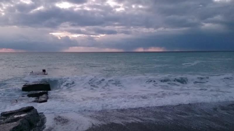 Встреча с Черным морем в январе. Тихий вечер в Гаграх.
