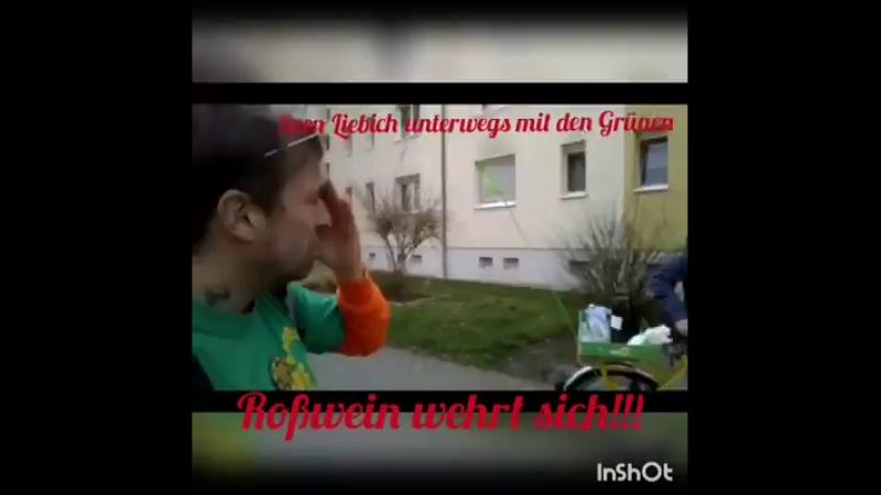 Sven Liebig unterstützt die Grünen beim Werbung verteilen 😂 ...super...👍