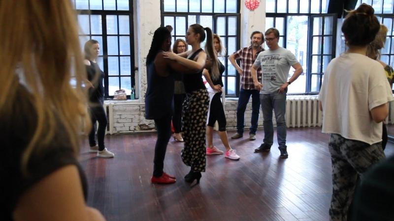 Сальса фрагмент занятия вводного курса с Chichi школа танцев Держи Ритм