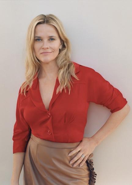 «Я была в шоке»: Риз Уизерспун вспомнила о реакции на «Харвигейт» Актриса, бизнес-леди, активистка и просто красивая женщина Риз Уизерспун появилась на обложке нового выпуска журнала Vogue.