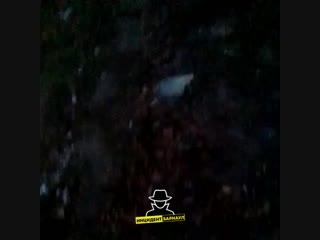 Ночью в железнодорожном районе грузовой автомобиль наехал на опору лэп и перевернулся. на видео присутствует ненормативная лекси